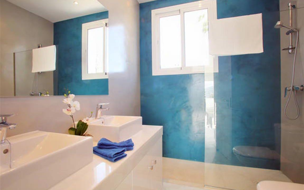 Bathroom 1 (Medium)