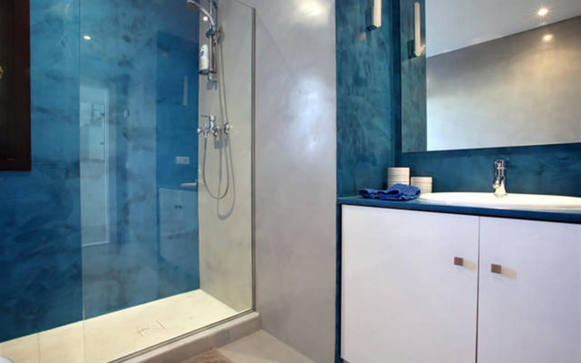 Bathroom 5 (Medium)
