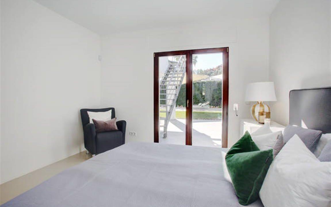 Guest Bedroom 1 (Medium)
