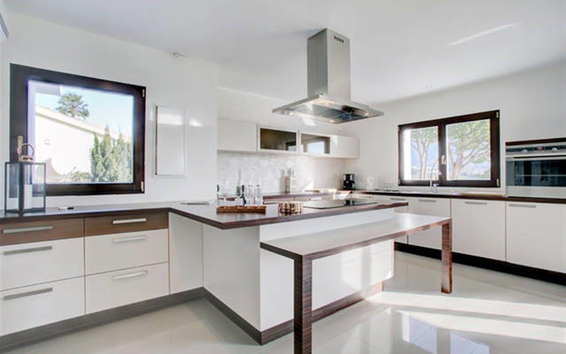 Kitchen 1 (Medium)