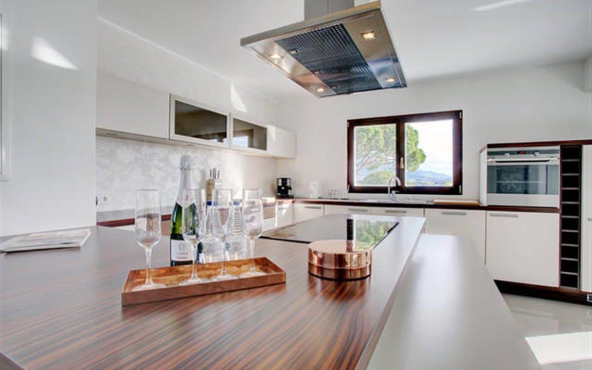 Kitchen 4 (Medium)