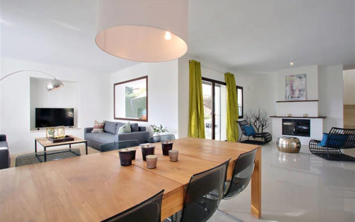 Lounge 1 (Medium)