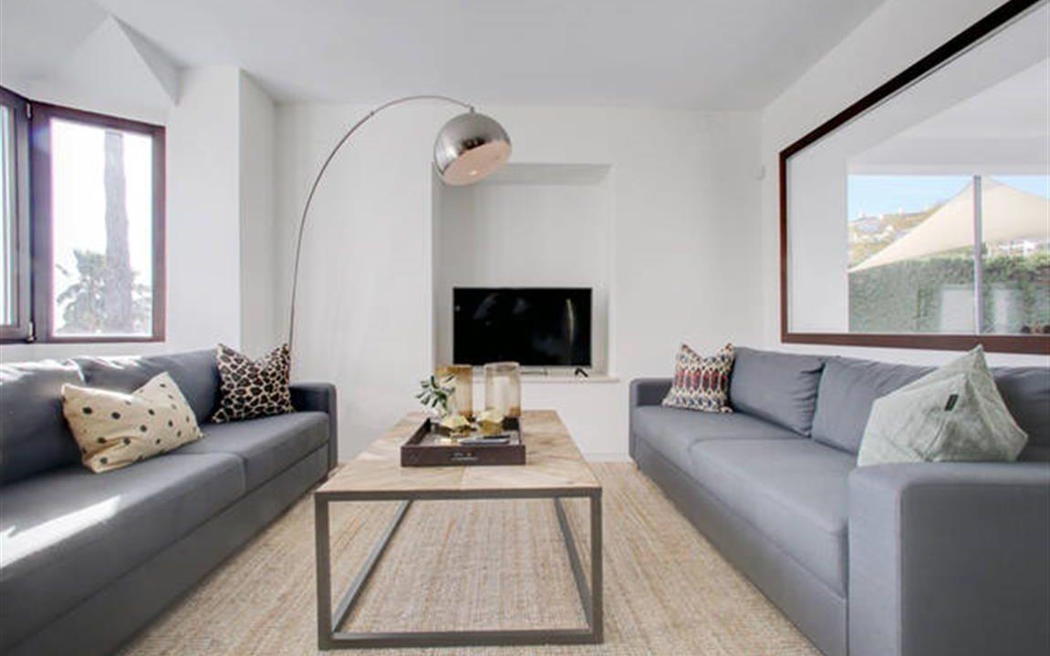 Lounge 3 (Medium)