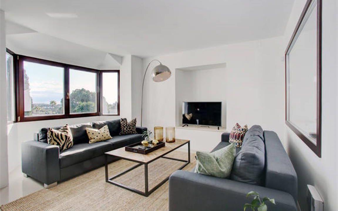 Lounge 4 (Medium)