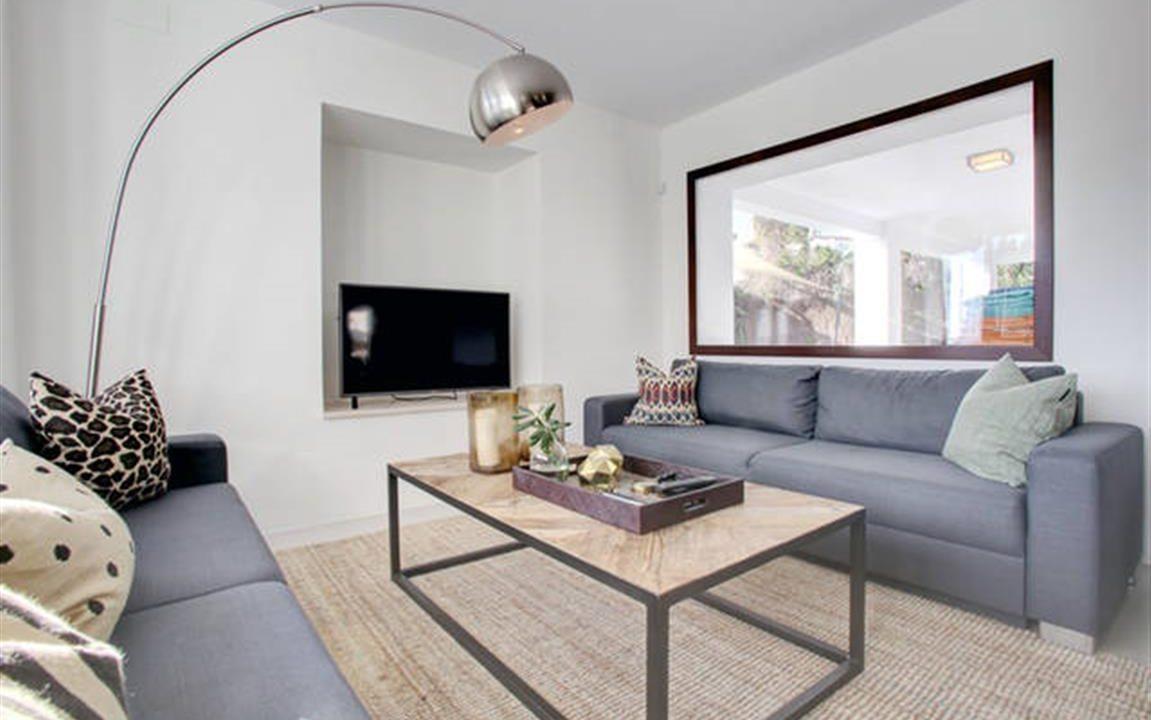 Lounge 5 (Medium)