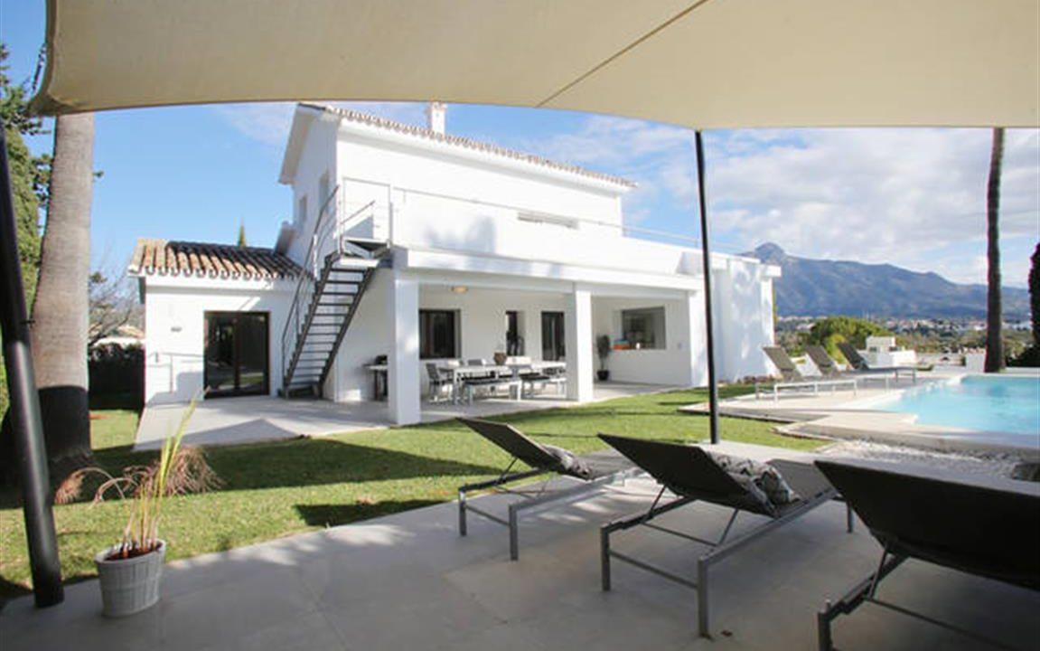 Villa and Pool 4 (Medium)