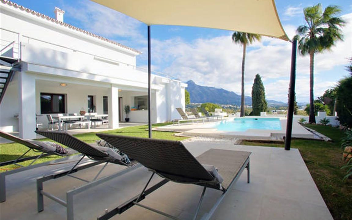 Villa and Pool (Medium)